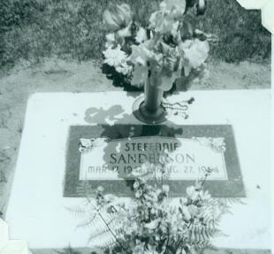 Steffanie Sanderson gravestone