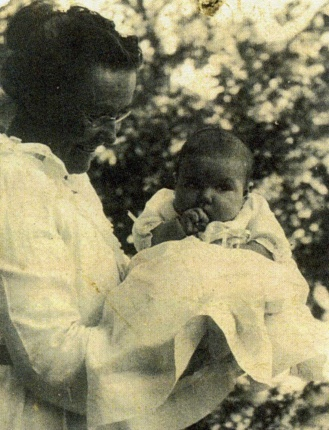 9 Lucinda and Glenna summer 1921